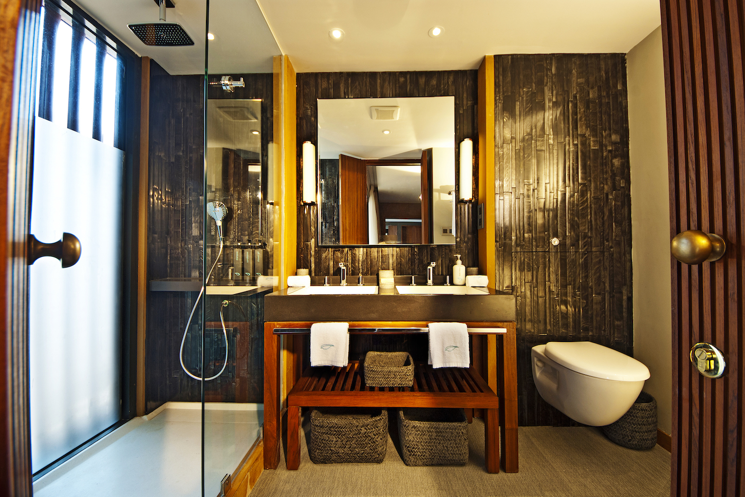 Aqua Mekong bathroom