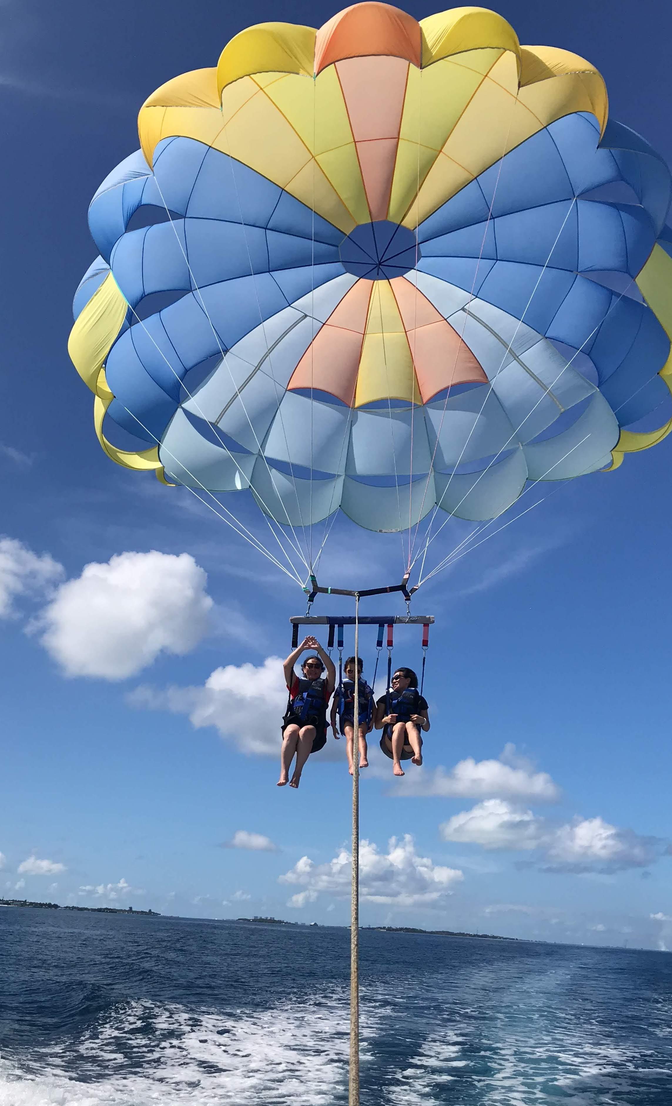 parasailing maldives